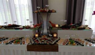 Stoły rybne z sushi